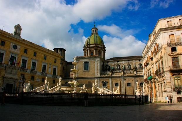 Piazza y fontana Pretoria en Palermo Sicilia