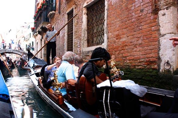 Venecia-gondola-musica