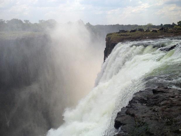 Nadar en la devil s pool de las cataratas victoria for Piscina del diablo en zambia